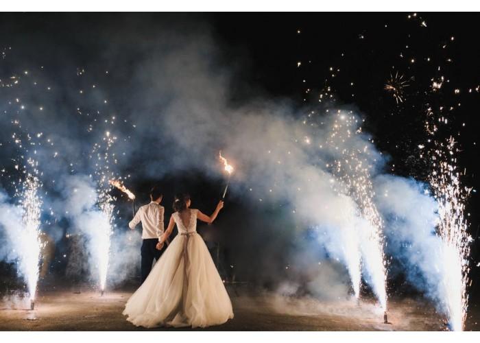 Доріжка з холодних фонтанів на весілля.